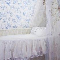 Toile de Jouy, en este caso azul y blanco.